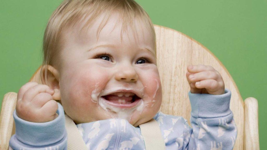Ребенок срыгивает всю еду